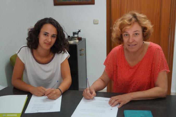 De izquierda a derecha, Lucía Bazaga, de Humana, y la alcaldesa, Encarnación Páez.