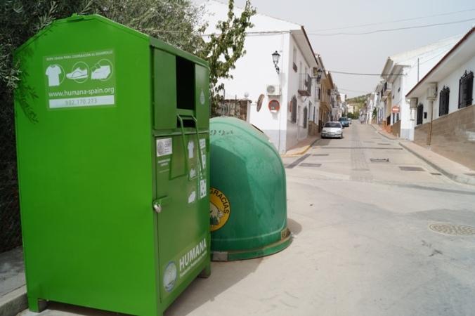 En el municipio se instalan tres contenedores.