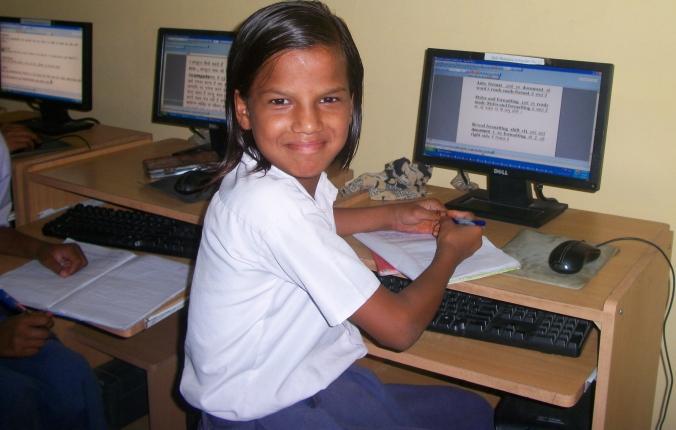 HUMANA_EDUCACIÓN_INDIA_ORDENADOR